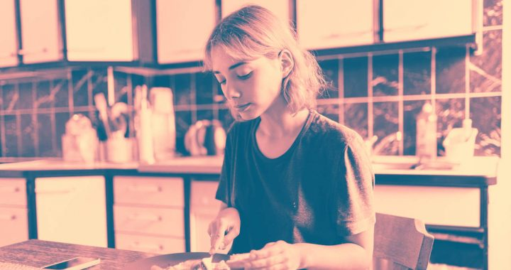 Mindful Eating Can Ease Cravings and May Help You Lose Weight—Here's How