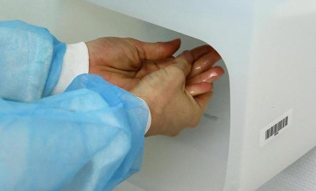Dirty room, unwashed physician hands – So you protect yourself from hospital germs