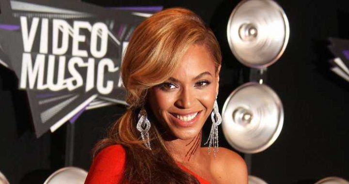 Beyonce and More Celebs Who've Rocked Baby Bumps on the VMAs Red Carpet