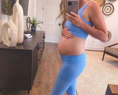 Pregnant Jade Roper Tolbert Shows Off 21-Week Baby Bump: 'My Heartburn Is Wicked and My Lady Bits Hurt'