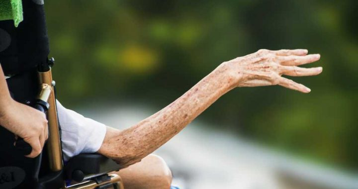 Explaining the difference between palliative care and euthanasia