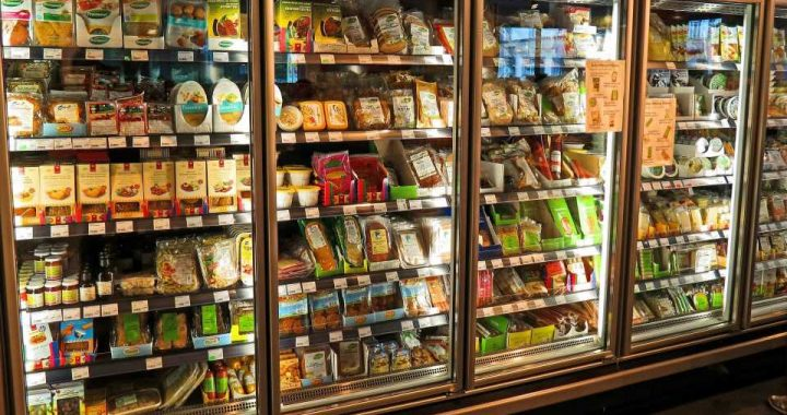 Restricting supermarket promotions of high-sugar food and drinks reduces sales without reducing store profits