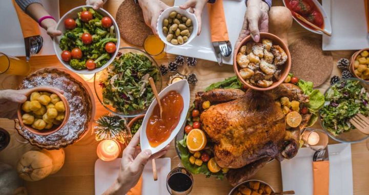 Amid coronavirus surge, US medical leaders urge Americans to 'scale back' holiday gatherings in open letter