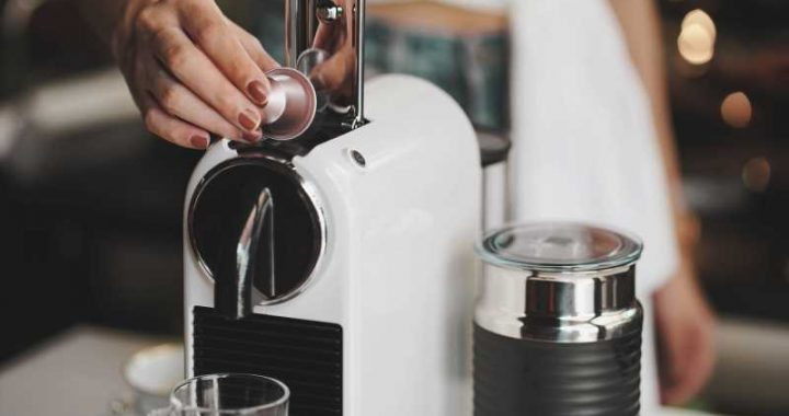 Here's How To Actually Clean Your Coffee Maker With Just Vinegar