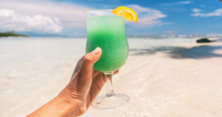 Here's Why You Should Think Twice About Drinking Alcohol On The Beach
